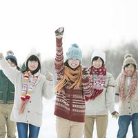 雪道ではしゃぐ中学生