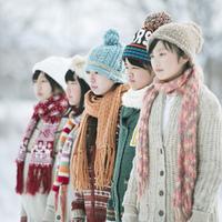 一列に並ぶ中学生の横顔