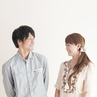 微笑むカップルのポートレート