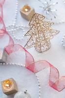 クリスマスツリーとリボンとキャンドル
