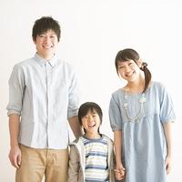 微笑む家族