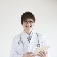 微笑む医者