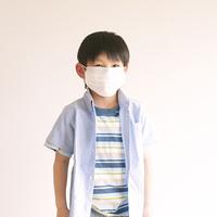 マスクをした男の子