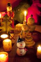 雪だるまとクリスマスツリーとキャンドル