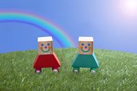虹と芝生のイメージ