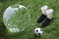 地球儀とサッカーのイメージ