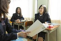 授業中の女子高生