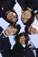 団結する高校生たち