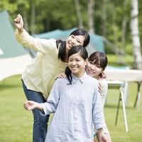 微笑む3人の女性