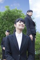 笑顔の女性社員