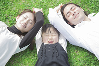 ピクニックにきた家族
