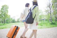 旅行をする女の子たち