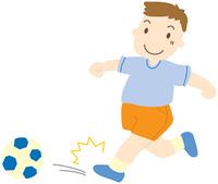 サッカーボールを蹴る男の子