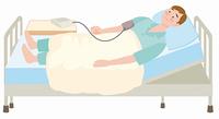 血圧を測る男性患者