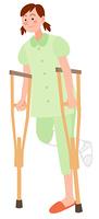 松葉杖をつく女性患者