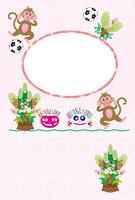 可愛いサルとサッカーボールのキッズの丸型フォトフレーム年賀状
