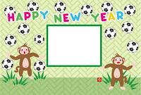 可愛いサッカーファンのサルと長方形のフォトフレーム年賀状