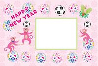 可愛いピンクの三びきの猿とサッカーボールの長方形写真フレーム年賀状