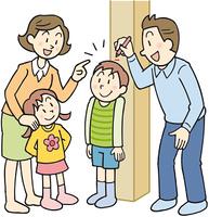 身長を測る親子