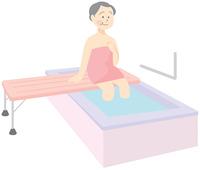 入浴する高齢の女性