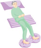 横たわる高齢の男性