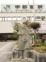 宇都宮駅前の餃子像