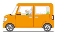オレンジ色の車 シニアカップル 側面 白バック