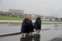 雨の修行僧