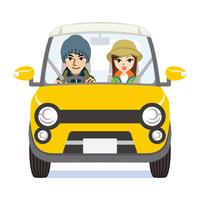 黄色い車に乗るカップル 秋のファッション
