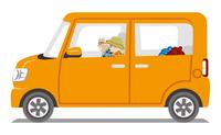 オレンジ色の車 シニアカップル 秋服 白バック