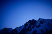 星空と五竜岳