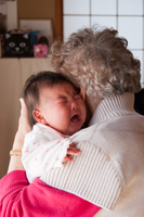大泣きする赤ん坊