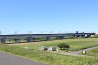 荒川鉄橋と荒川河川敷サッカー場