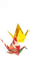 金色と千代紙で作った折り鶴
