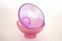ピンク色のガラスの器