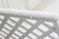 雪が降り積もったトレリス