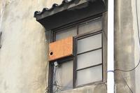 家庭用エアコンの室外機の窓
