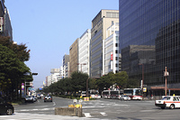 博多駅前の大博通り