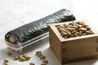 升に入った豆と巻寿司