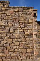 石で組まれた建物の壁面