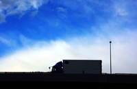 背景素材/高速道路の貨物トラック