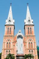 サイゴン大教会と聖母マリア像