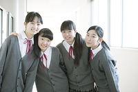 微笑む女子学生