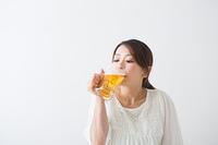 ビールを飲む妊婦さん