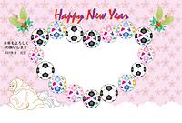 サッカーボールと犬と猫のイラストのピンクの写真フレーム 年賀状テンプレート戌年