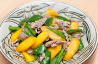 Japanese food, Stir-fried yellow carrots and pork