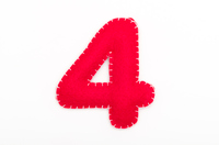 赤いフェルトの数字 4