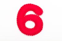 赤いフェルトの数字 6