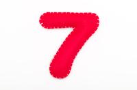 赤いフェルトの数字 7