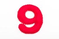 赤いフェルトの数字 9